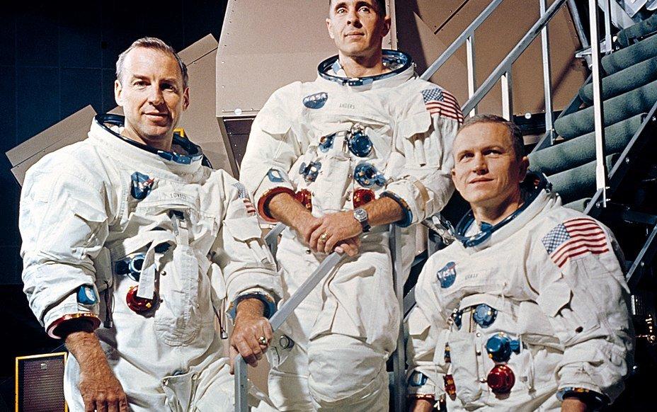 04.The-crew-of-Apollo-8-posing-1.jpg