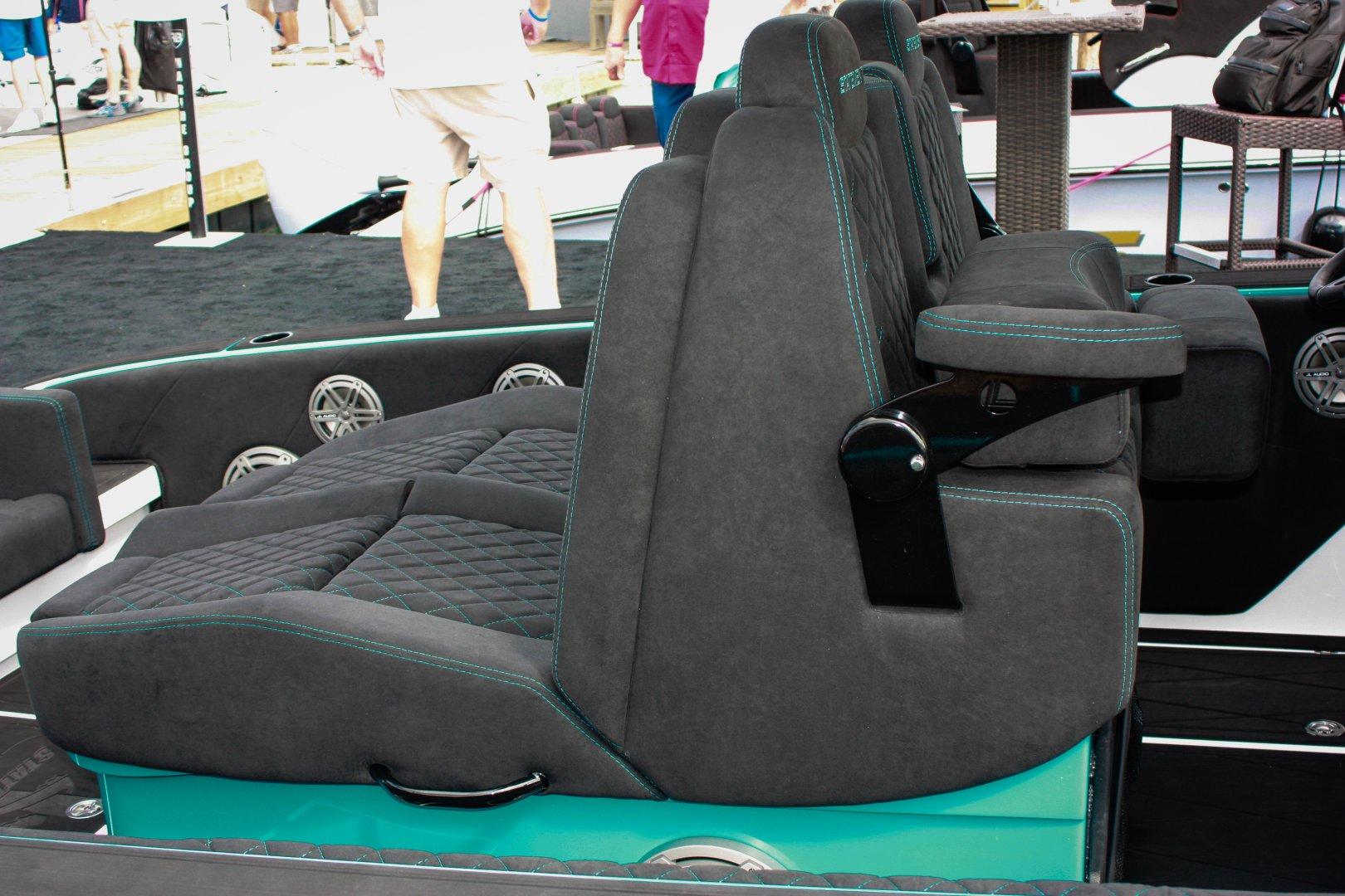 10 st 38 cc rear helm seat.jpg