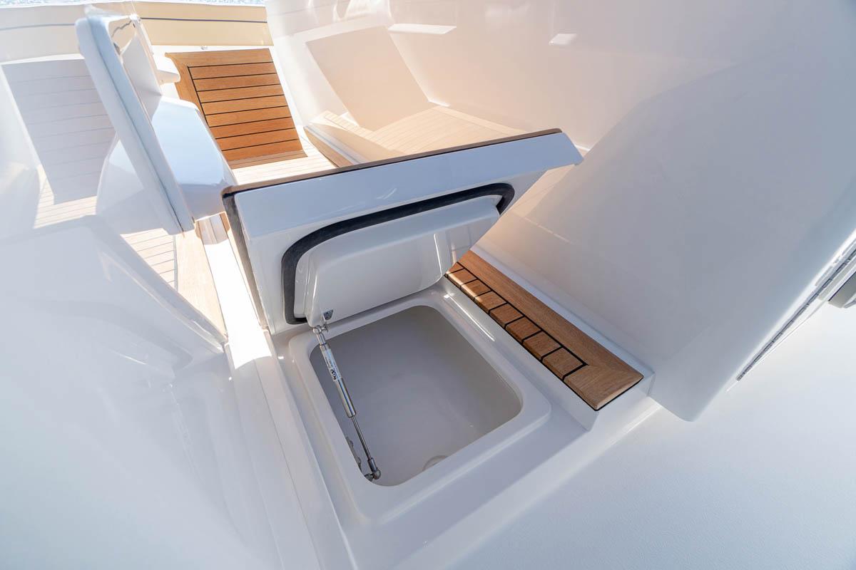 11 V 46 port and starboard step coolers_web_size.jpg