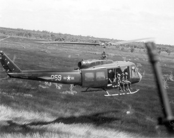 1132px-211th_helicopter_squadron_on_mission_in_mekong_delta_1970-07-18-741x589.jpg