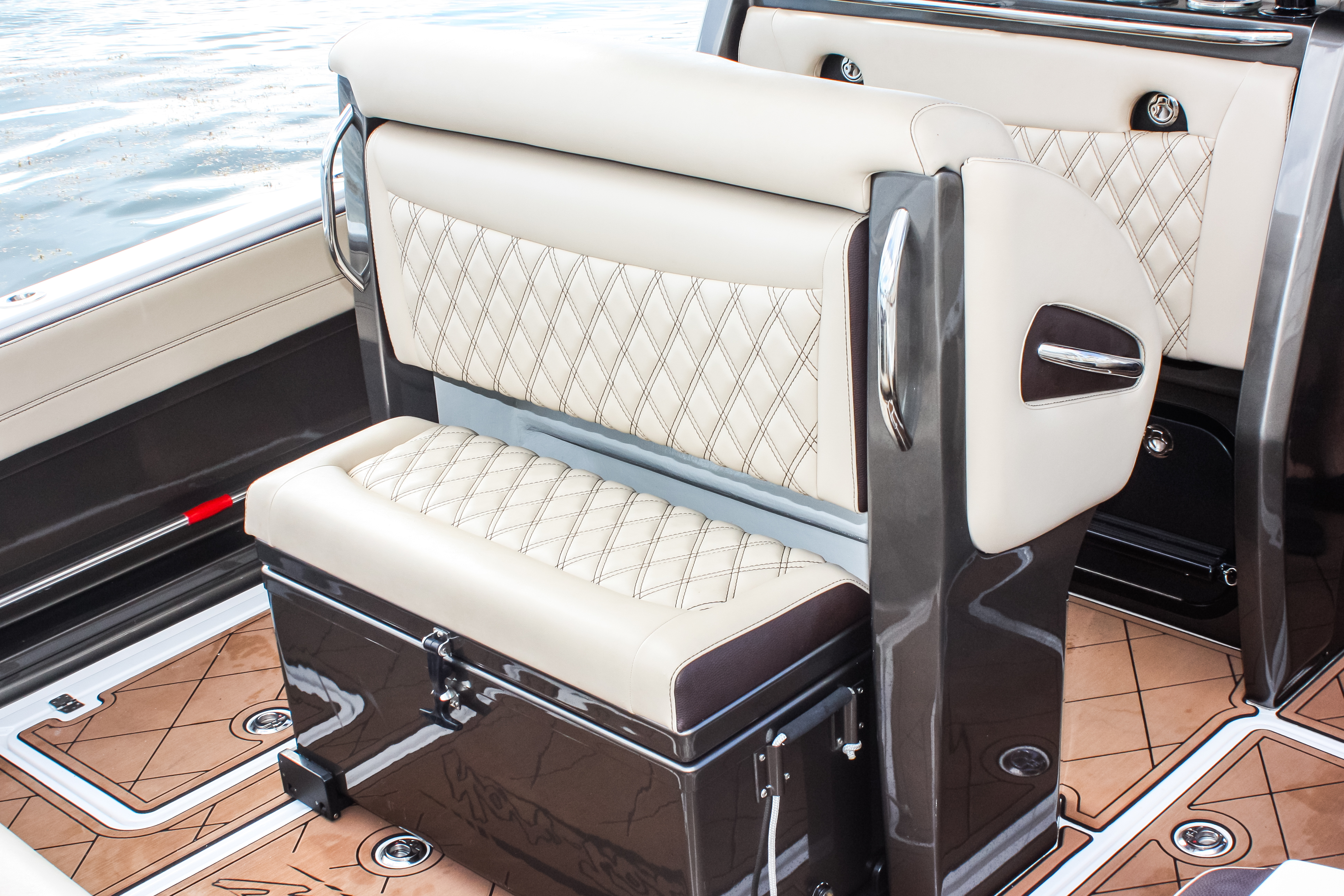 16 390 ice chest in and seat.jpg