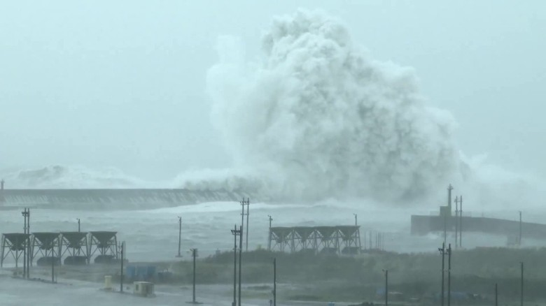 160927125525-nccorig-weather-typhoon-megi-landfall-00003919-exlarge-169.jpg