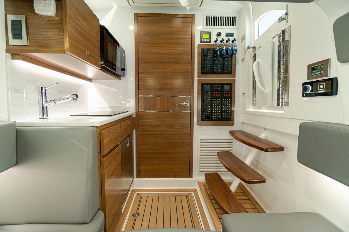17 V 46 cabin galley_web_size.jpg