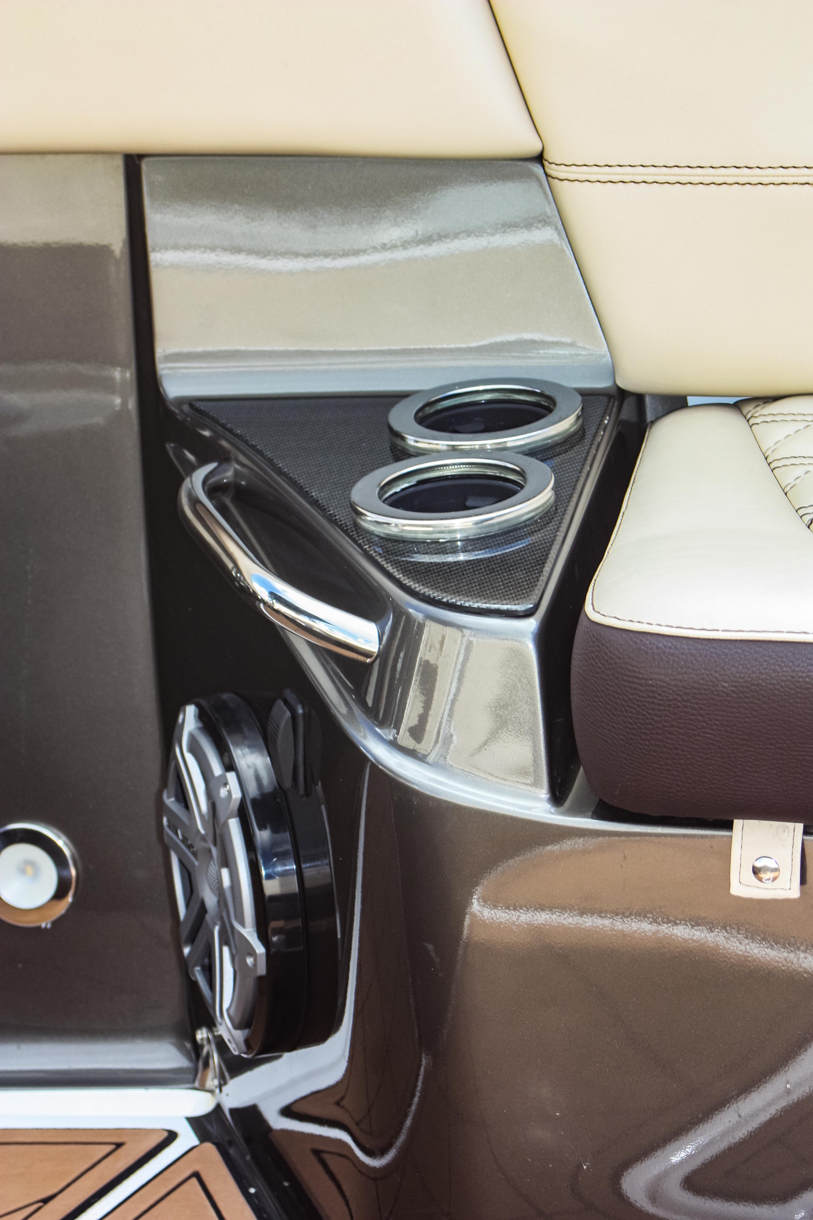 20 390 speaker grabrail.jpg
