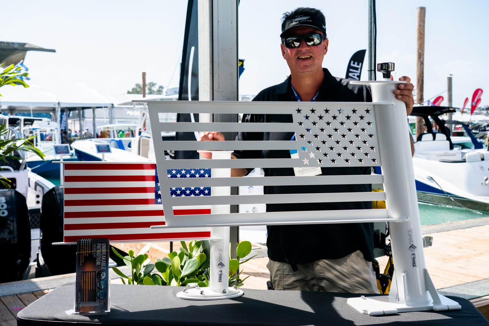 20 475 flag tom.jpg