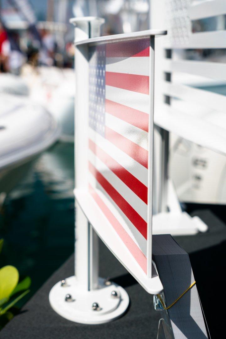 20 fast flag side.jpg