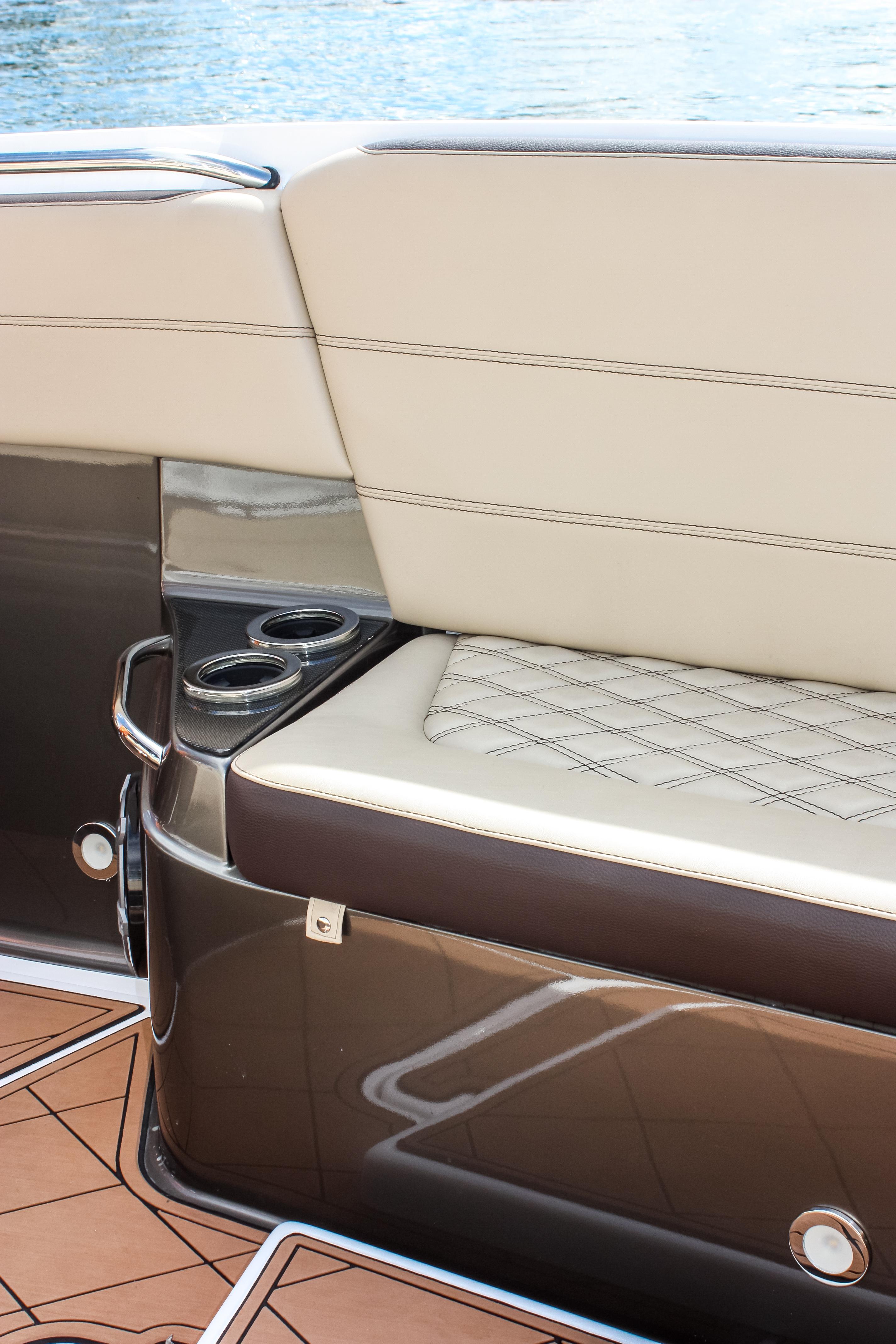 21 390 bow seat.jpg