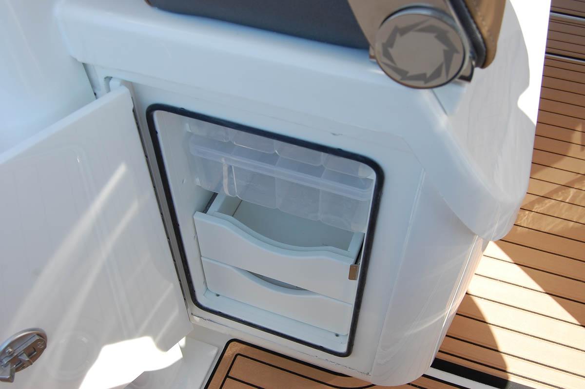 21 39NX aft fridge_web_size.jpg