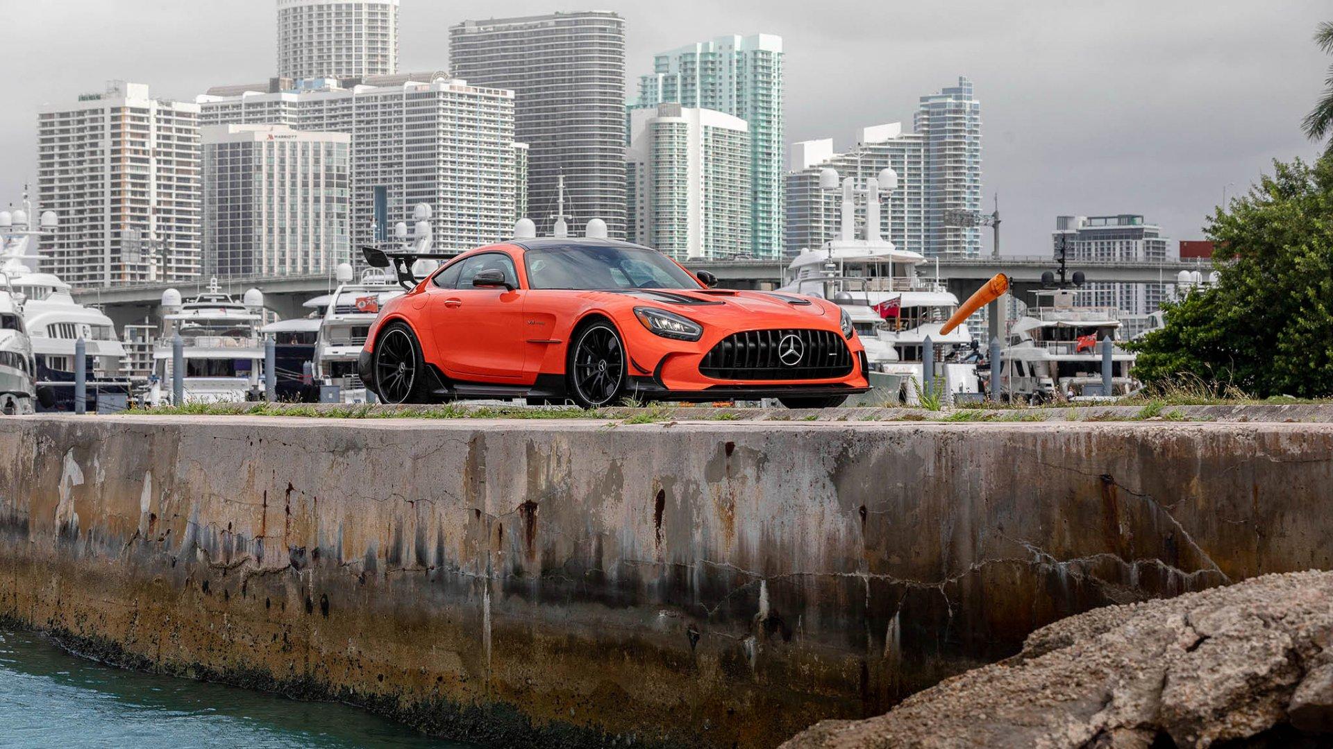 21 Mercedes-AMG loves Miami_web_size.jpg