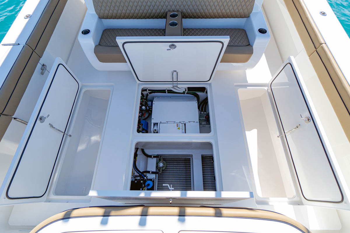 23 V 46 deck compartments_web_size.jpg