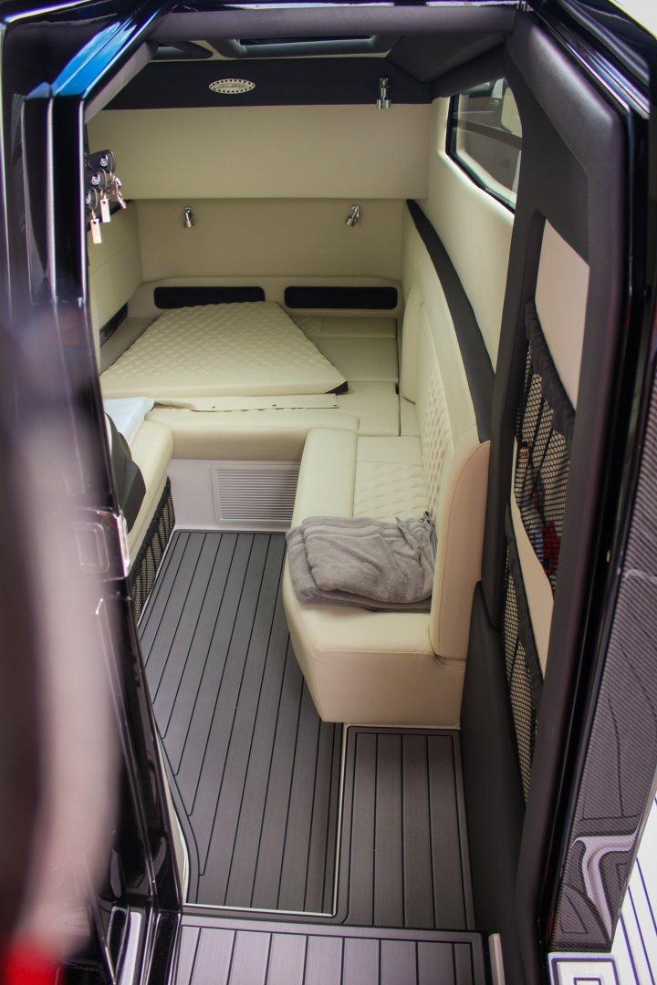 24 450 cabin 1.jpg