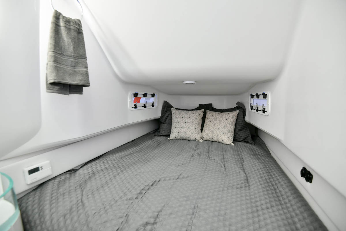 27 39NX cabin berth_web_size.jpg