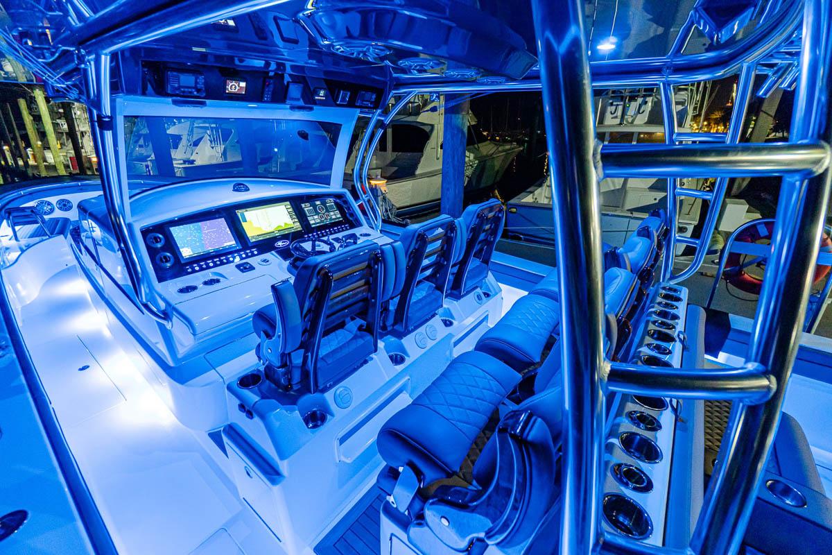 27 V 46 nightime cockpit_web_size.jpg