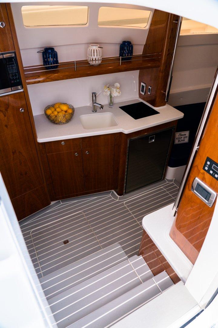 5 475 cabin galley.jpg