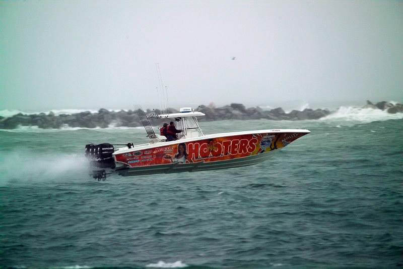 5 Nor-Tech 392 Thornton Hooters race boat credit Thornton_web_size.jpg