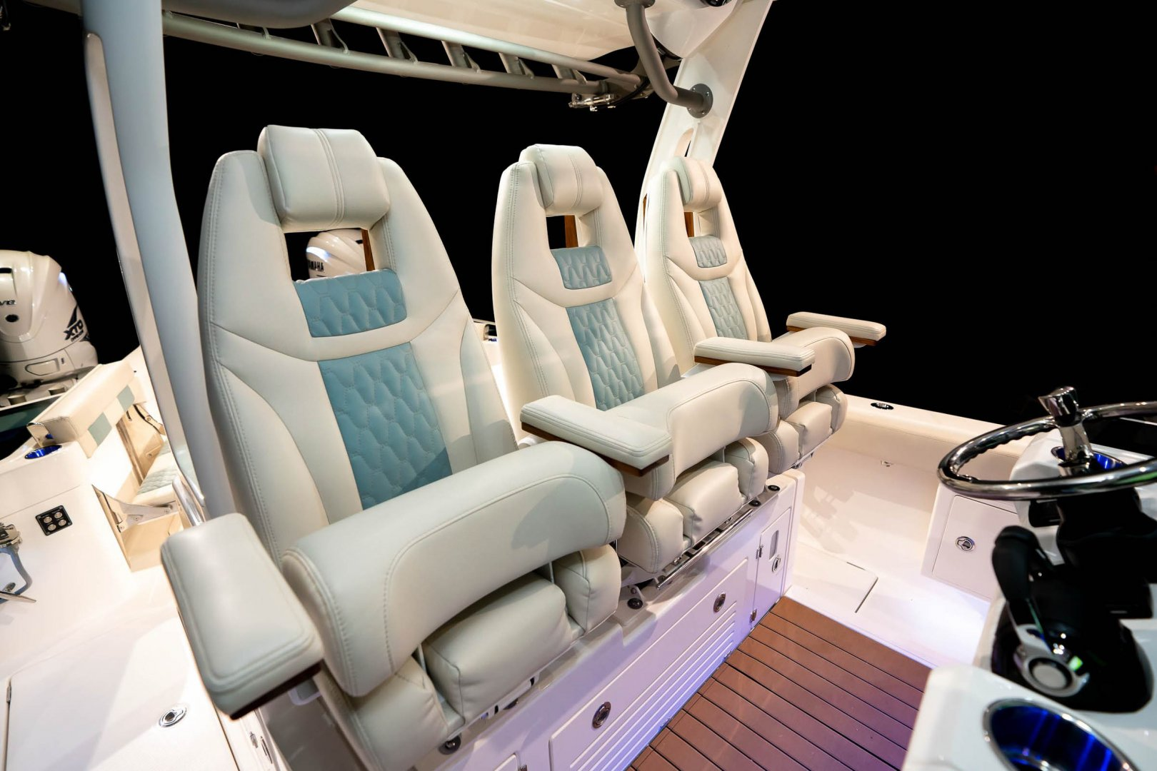 9 Sol 345 cockpit seating_web_size.jpg