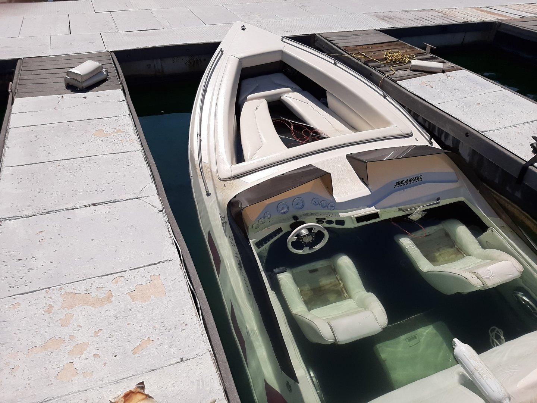 boat sunk 1.jpg