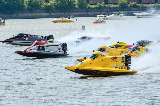 F1 tunnel boat racinig.jpg