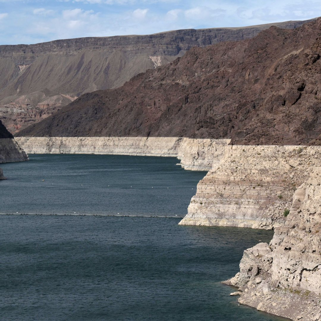 Lake Mead low water level.jpg