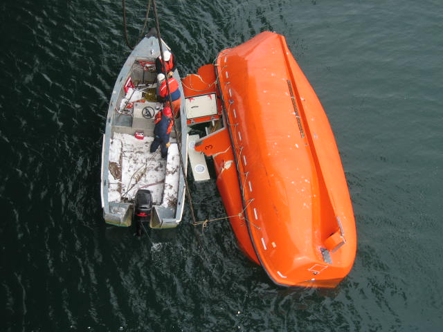 lifeboat_accident-2.jpg