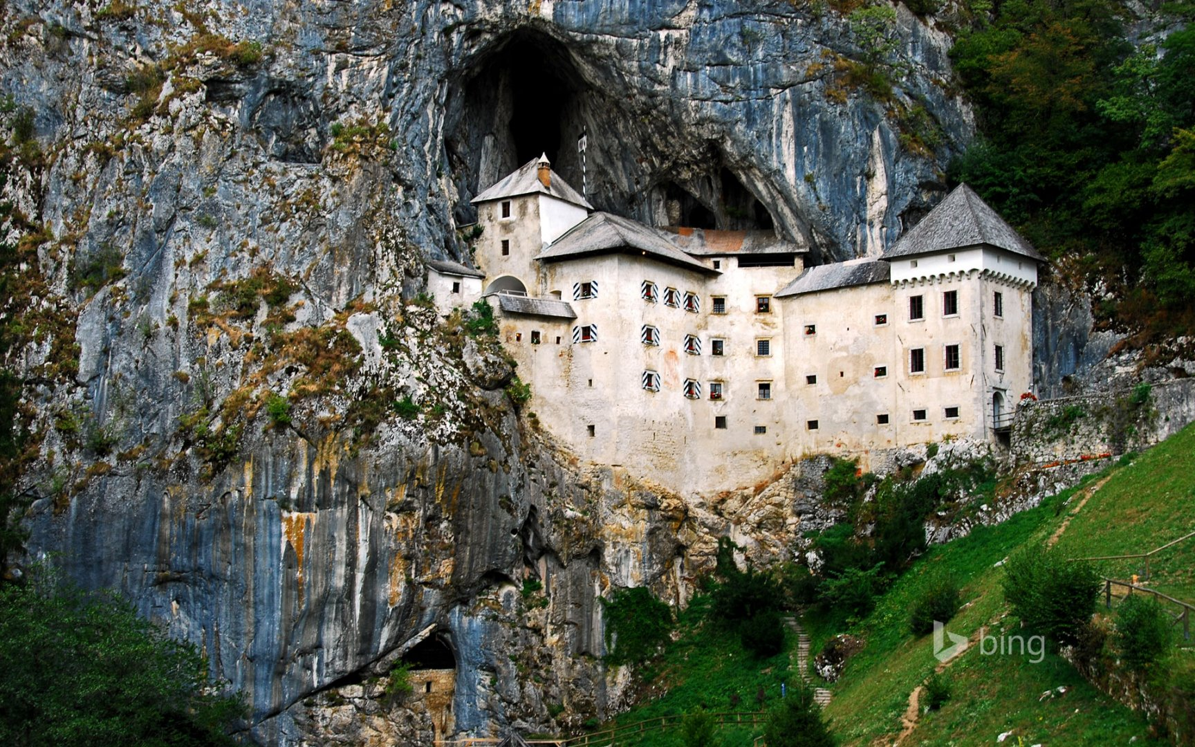 SloveniaPredjamaCastle_EN-US12102167280.jpg