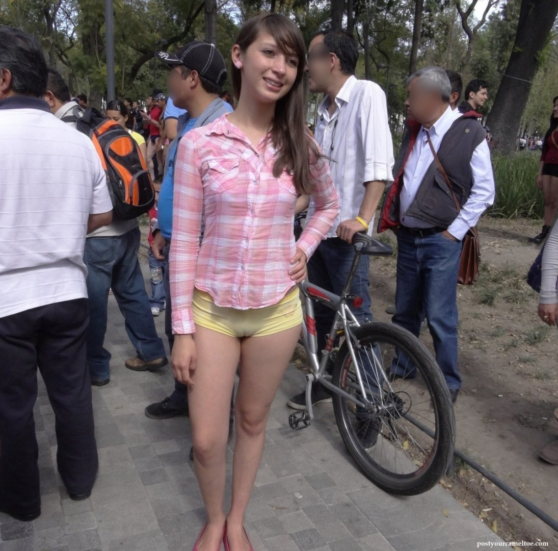 Street_candid_cameltoe_picture_5.jpg