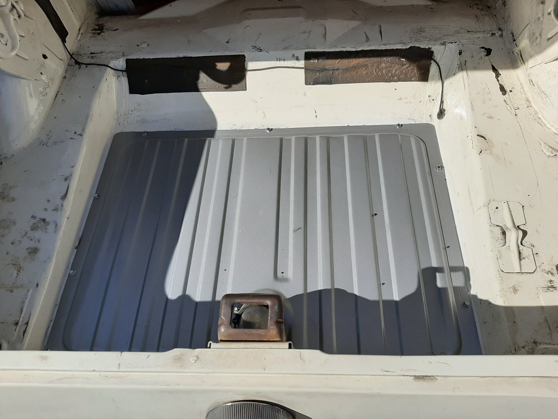 trunk gas tank.jpg