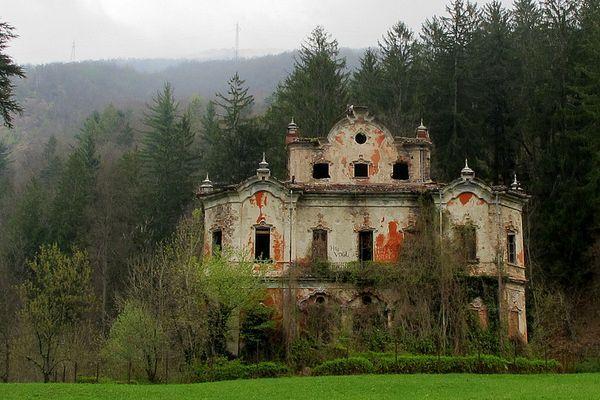 villa-de-vecchi.jpg
