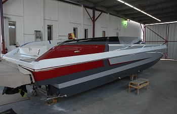 BARRON BOATS' 290 SPORT NEARING COMPLETION